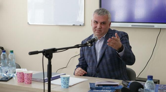 Журналісти поспілкувалися з автором скандального підручника «Основи сім'ї»