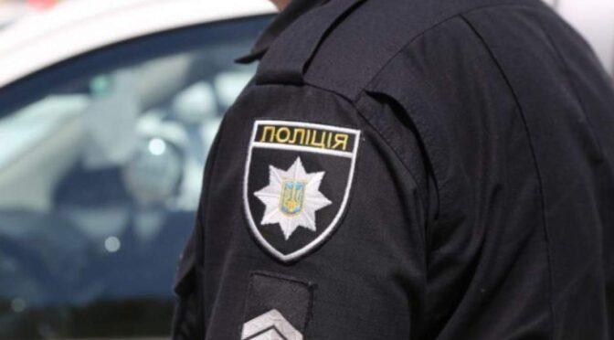 ДБР викрило поліцейського на вимаганні хабарів