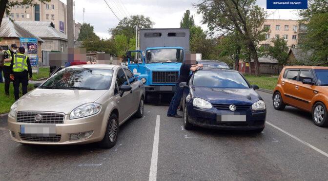 На Надпільній ГАЗ 3307 зіткнувся одразу з чотирма автомобілями