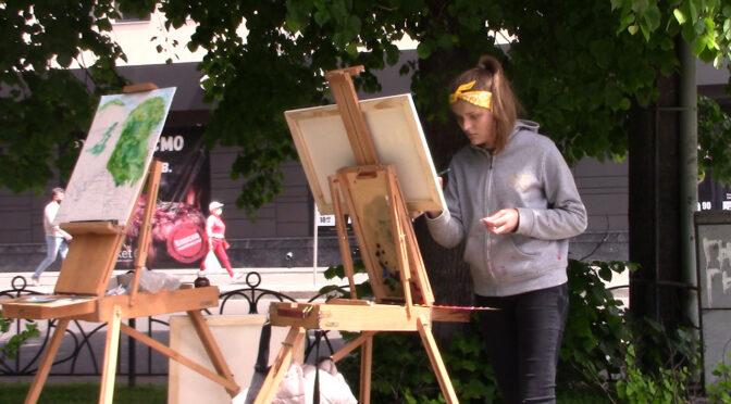 У середмісті Черкас студенти-художники змальовують міські пейзажі
