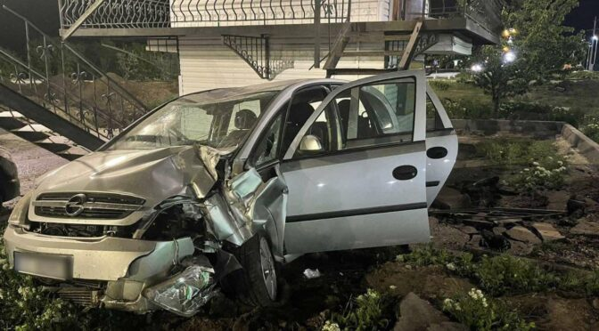 На Золотоніщині водій в'їхав у стаціонарний пост поліції