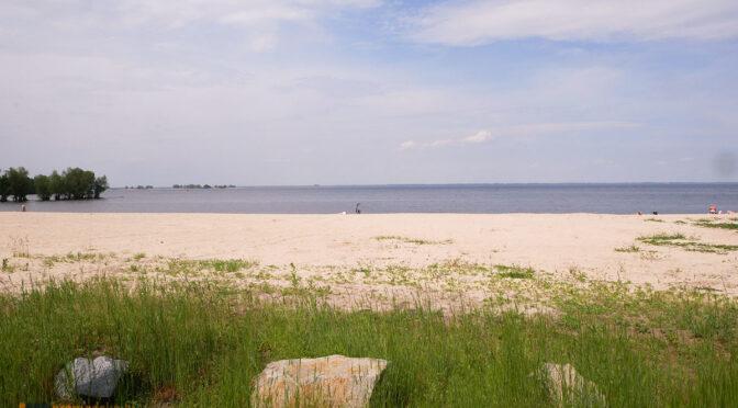 Пляжний сезон: комунальні пляжі — в порядку,  на «Рів'єрі», «Сан-сіті» та «Живчику» купатися заборонено