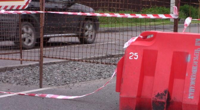 На ділянці вулиці Благовісній між Крилова і Казбетською обмежено рух по двох смугах із трьох через ремонт тепломережі