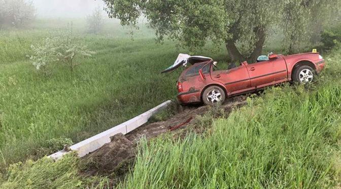 Неподалік Лесьок автомобіль в'їхав в електроопору, водій загинув на місці