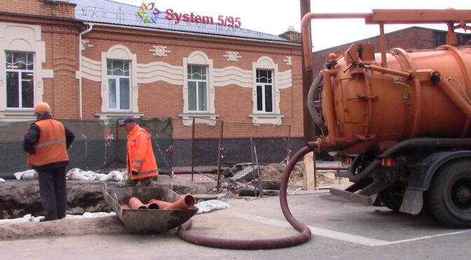 У Черкасах ліквідовано аварійну ситуацію на мережі водовідведення на вулиці Святотроїцькій