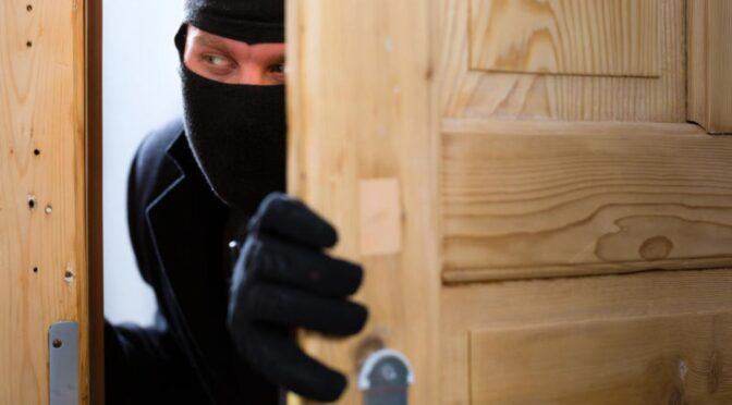 Правоохоронці затримали крадія, який заснув на місці злочину
