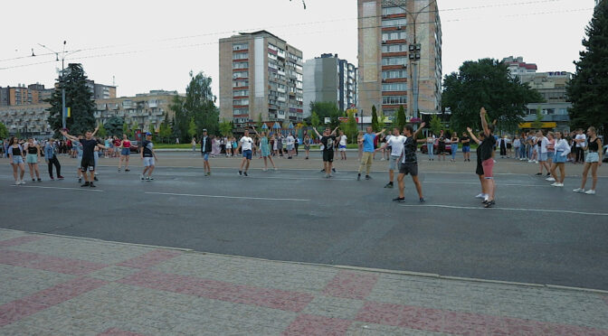 Черкаські випускники-2021 провели на Соборній площі генеральну репетицію перед шкільним випускним