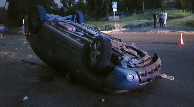У Смілі перекинулась автівка: загинув 18-річний водій, ще двоє молодих людей травмувалися