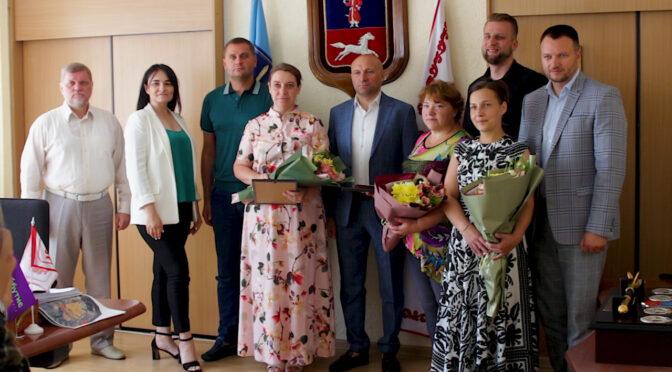 На засіданні виконавчого комітету нагородили трьох черкаських мам-героїнь
