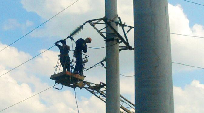 На Черкащині знеструмлено 28 населених пунктів, електропостачання відновлюється аварійними бригадами обленерго