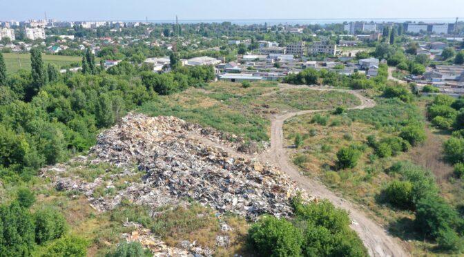 9500 кубічних метрів твердих побутових відходів зберігаються біля житлового масиву в Черкасах