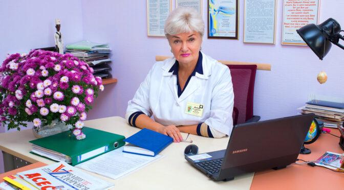 """Директорка медичного центру """"Астра"""" Ірина Волощенко, відповіла на закиди депутата Карася, порівнявши його з папугою з відомої цитати Черчилля"""