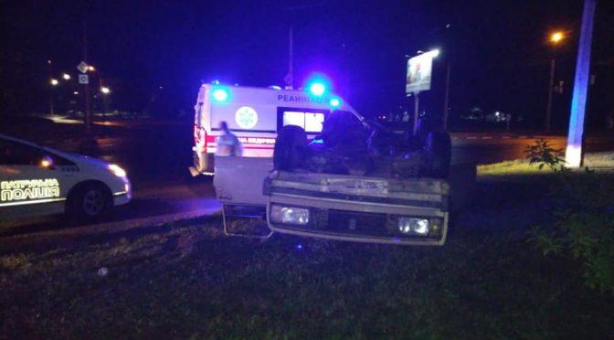 У Черкасах перекинувся автомобіль: травмувалися двоє