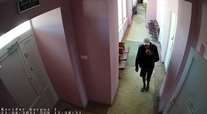 Злодій обікрав фельдшерку у приміщенні швидкої. Медики просять пізнати злодія по відео