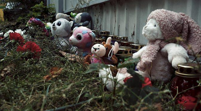 У лікарні помер 7-річний Андрійко Лясов; до помешкання його рідних, які наразі перебувають у СІЗО, почали нести свічки, квіти, іграшки
