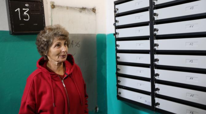 Управлінська компанія масово замінює старі поштові скриньки