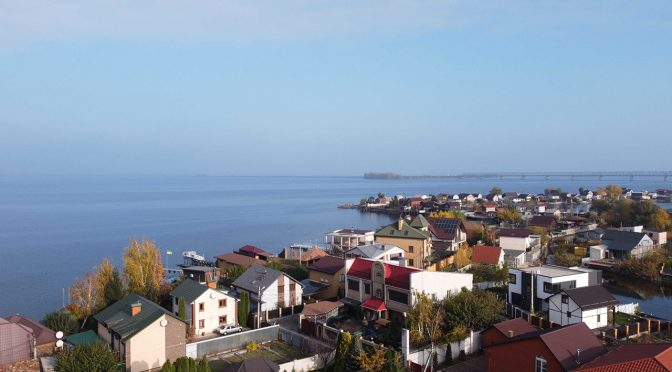 Суд скасував право власності на незаконно збудований на березі Дніпра будинок