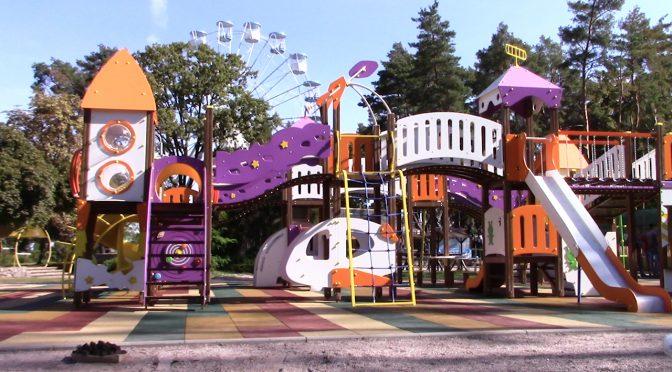 Оновлення дитячого майданчику в парку «Сосновий Бір» на завершальному етапі. Відкриття відбудеться на День міста 18 вересня