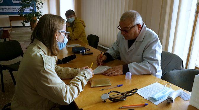 У центр вакцинації неподалік пагорбу Слави приходять на щеплення від COVID-19 в середньому 150-200 осіб щодня
