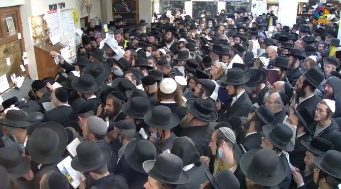 У хасидів настав 5782 рік. На могилу ребе Нахмана приїхали помолитися понад 27 тисяч паломників проти 50 000, про очікування яких говорили українські правоохоронці