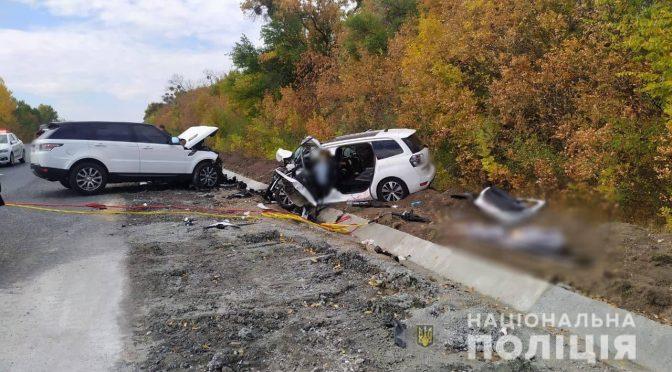 на автодорозі Н-16 між селами Княжа та Багачівка Звенигородського району зіштовхнулись автомобілі Range Rover та Citroën